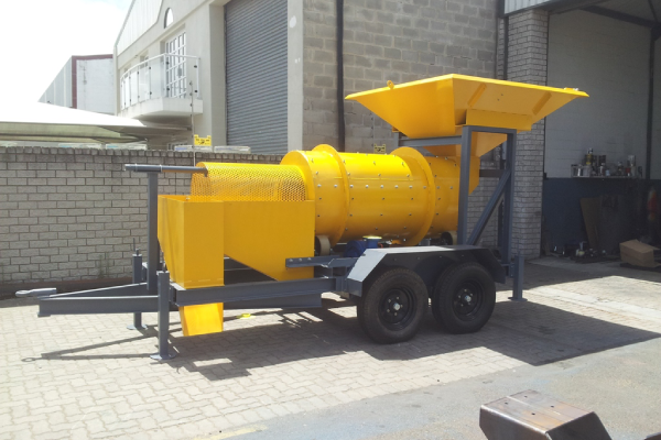 Mobile scrubber with trommel